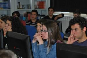 """Nella foto, gli studenti del Liceo linguistico e psicopedagogico """"G.Roselli"""" di Piaggine (Cilento), durante la presentazione in slide del nostro progetto."""